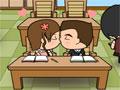 Infelizmente o namoro esta totalmente proibido dentro da Sala de Aula, a professora esta querendo pegar qualquer aluno que ficar dando beijo dentro da Sala, e você esta morrendo de vontade de dar somente uns beijinhos no seu love que esta ao seu lado, a professora fica andando pela sala, aproveite quando ela ficar distraída e dê um grande Beijo.