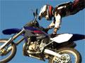FMX Team 2, Pilote uma moto de rally irada e seja um verdadeiro campeão. Sua missão é fazer manobras radicais ao ar livre em menor tempo possível, tome cuidado para não cair, quanto mais acrobacias você acertar mais ponto marca. Obtenha a pontuação exigida para passar os níveis.
