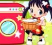Ajude Lili a lavar suas roupas! Primeiro você distribui as roupas na tela formando uma linha de 5 peças iguais. Depois você as coloca na máquina. Quando precisar de um espaço que esteja ocupado, use o sabão para eliminar a peça.