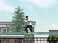 Neste jogo de Skate, mostre que voc� consegue fazer varias manobras radicais, seu objetivo � ganhar muitos pontos para poder abrir novos n�veis.