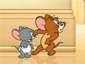 Jogo do divertido desenho do Tom e Jerry, escolha um dos personagens, caso escolha o Tom, pegue os queijos da geladeira e jogue para o rato, se escolher o Jerry, acerte as bexigas com água no Tom!
